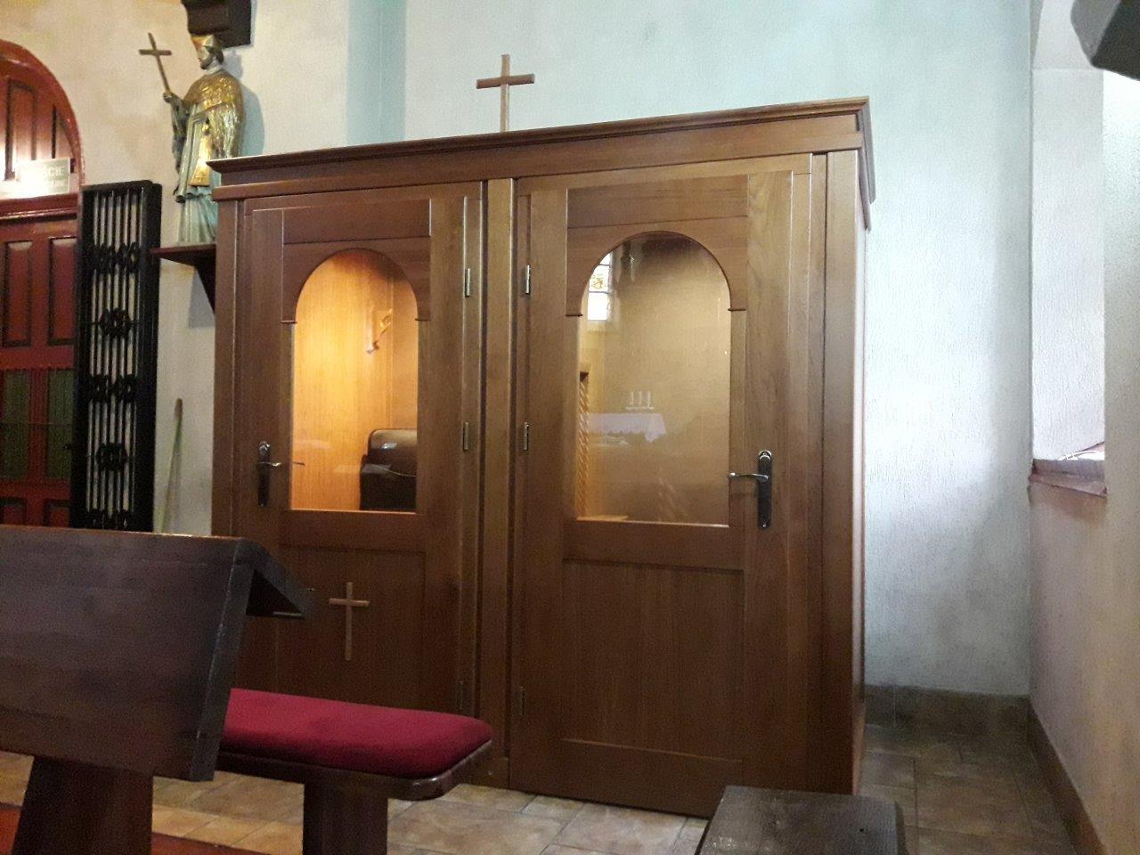 Wyciszany konfesjonał w kościele św. Jakuba w Szwecji.